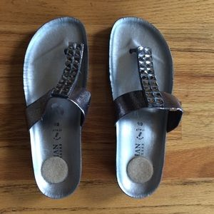 ITALIAN Shoemakers Silver Sandals Embellished 6.5